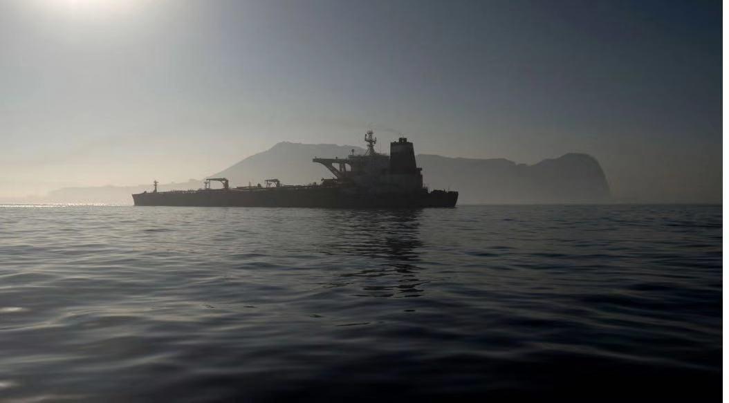 """获释了!被英国扣押的伊朗油轮""""格蕾丝一号""""驶离直布罗陀"""