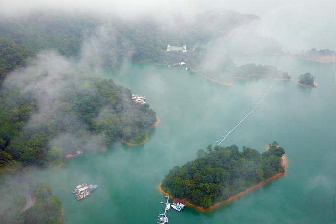 航拍华南第一大湖 广东万绿湖风景如画