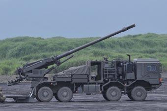 富士综合火力演习现场曝光 新型榴弹炮首次亮相