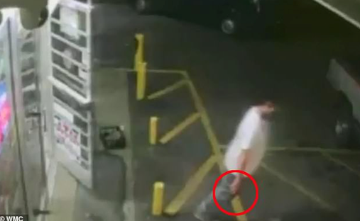美国黑人少年顺走商店2美元啤酒 店员追出将其击
