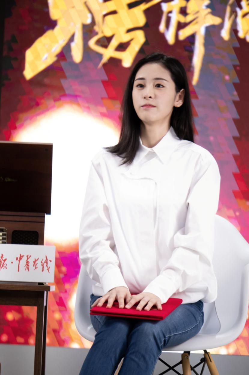 張碧晨亮相《榜樣閱讀》 網友直呼:這聲音,愛了!