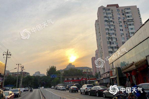 北京今天接着晒山区有雷雨 明天雨水将至气温降