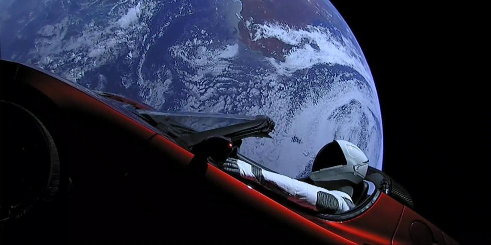 """特斯拉""""太空跑车""""完成第一圈绕日飞行 正靠近火星"""