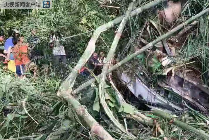 老挝车祸大巴上有中国公民44人,已确认13人遇难2人失踪