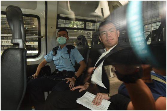 拿美国旗追打付国豪的嫌犯,不准保释!香港警员:我们已经将一个告上法庭了