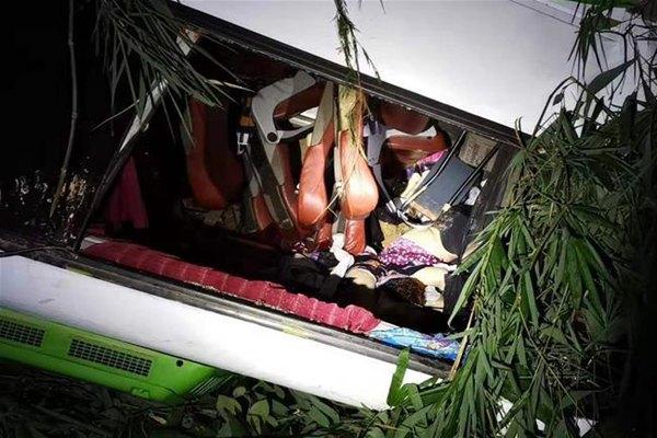 中国旅游团在老挝遭遇车祸多人伤亡