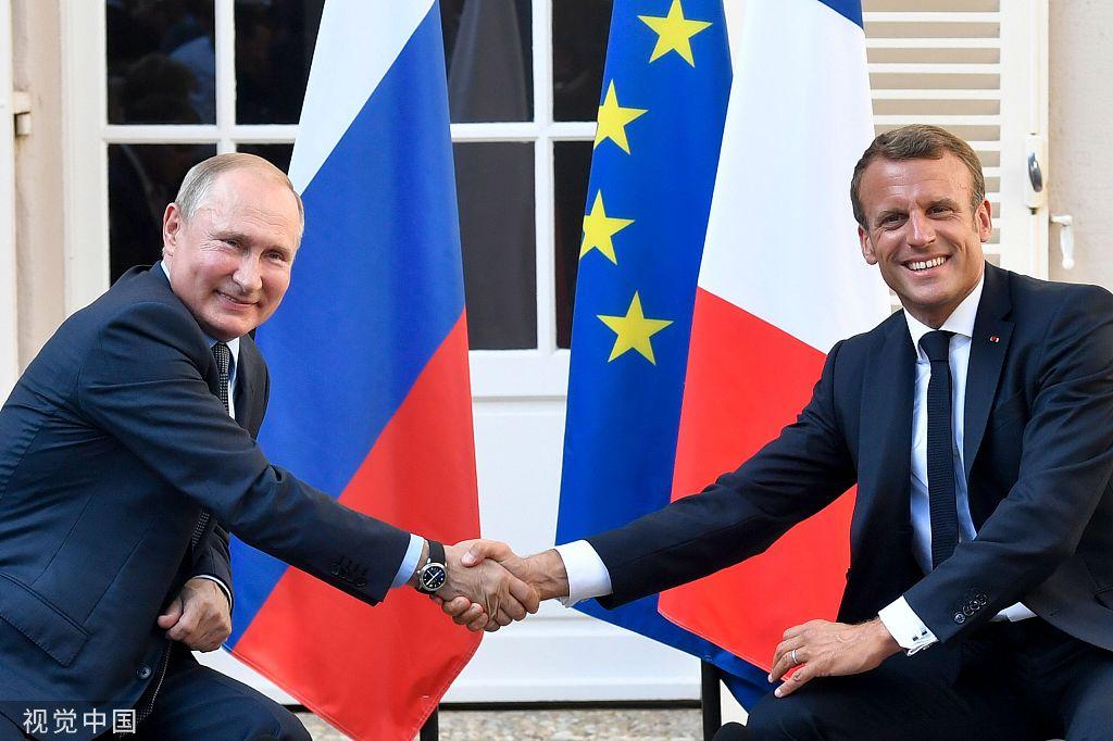G7峰会在即 法国总统马克龙在布雷冈松堡会见普京