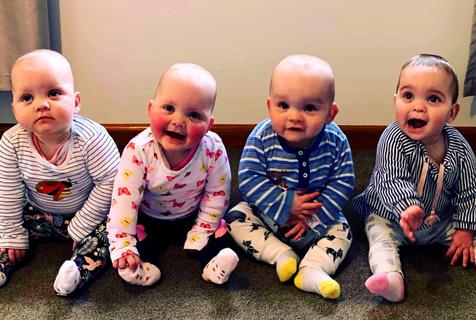 萌到肝儿颤!新西兰四胞胎宝贝拍照表现力十足