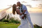 巨石强森结婚了 与老婆海边深吻绝美婚纱照曝光