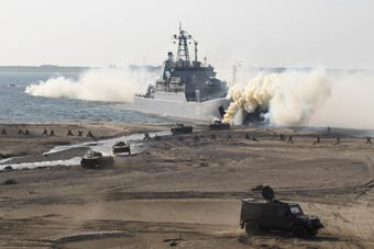 俄海军在北极地区进行两栖演习 大型登陆舰亮相