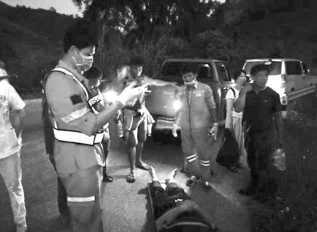 中国游客团 在老挝遭遇严重车祸