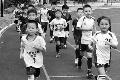 高温下每天跑4公里 这个6岁孩子太拼了