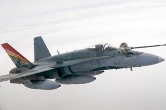加拿大空军参加红旗军演 自带加油机空中加油