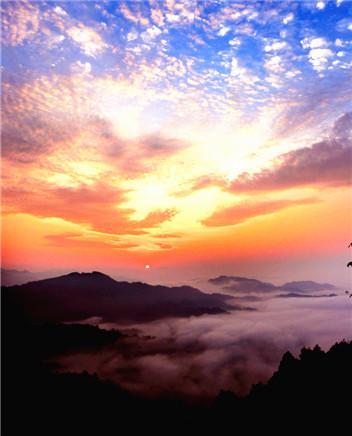 安徽齐云山:日出朝霞绚丽多彩美若油画