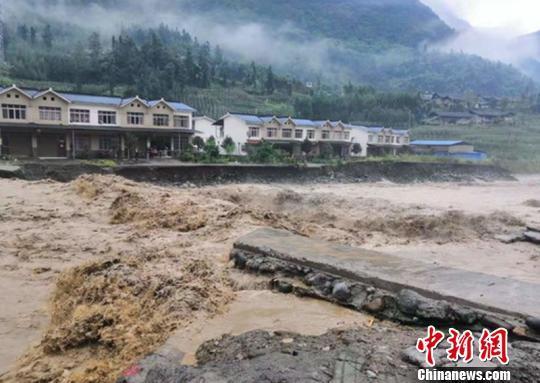 四川芦山暴雨致近千米防洪堤损毁 150余人紧急转移