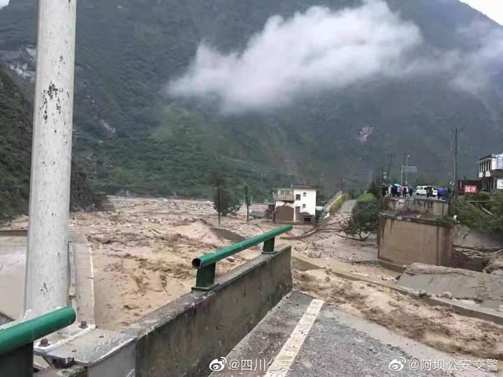 四川汶川山洪抢险救援失联消防员已找到 正在抢救