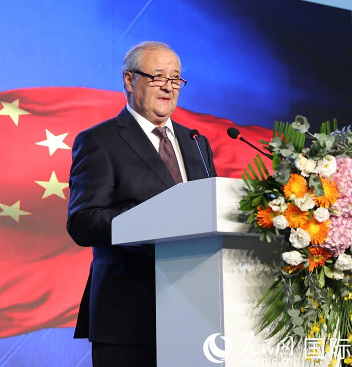 王毅出席乌兹别克斯坦驻华使馆新馆启动仪式