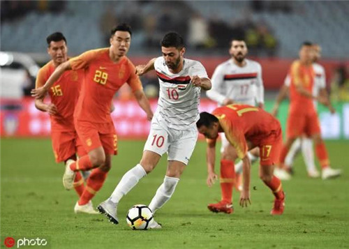 热身赛取消领队辞职 国足世预赛对手屡受挫