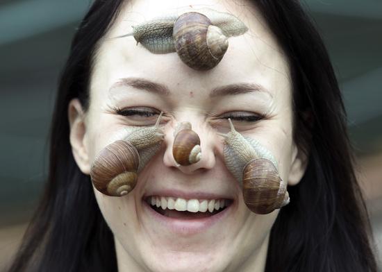 """文旅视界:超奇葩的白俄罗斯蜗牛农场和英国""""海鸥便便""""冰淇淋"""