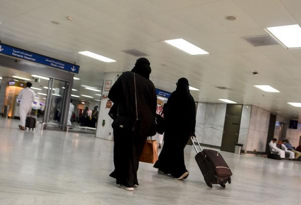 沙特赋予女性更多权利的法规正式生效:不需要许可就可旅行