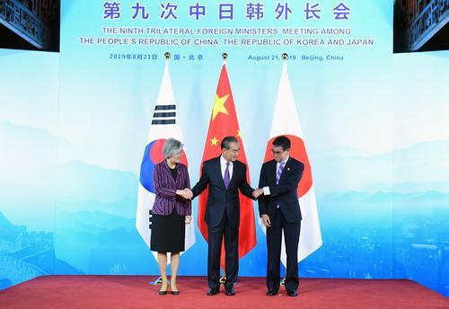 王毅:中日韩应为东亚合作和地区安全发挥引领性、稳定性、建设性作用