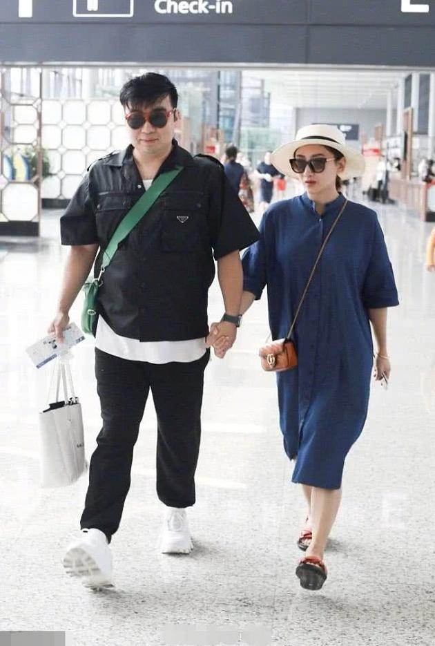 何雯娜与梁超早前一同现身机场