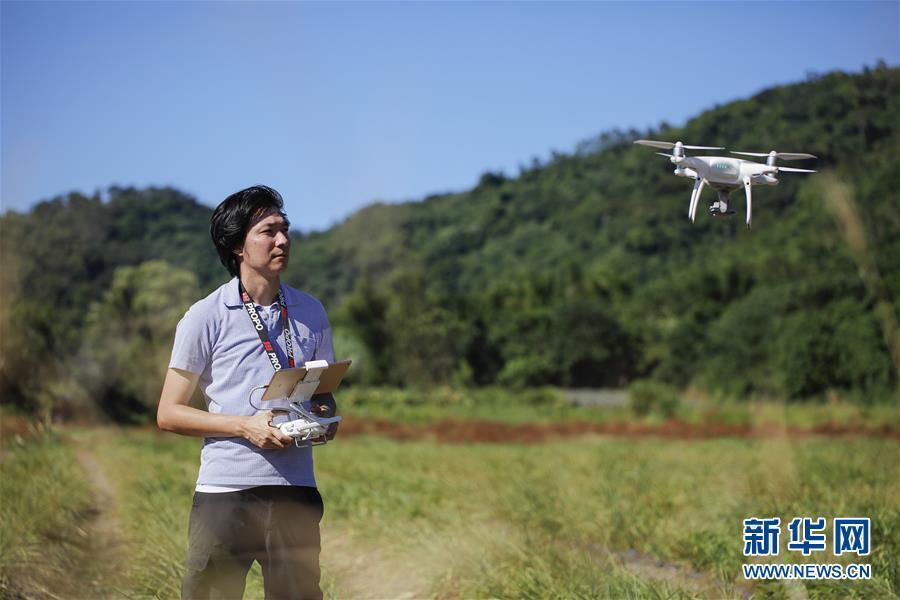 用无人机数西瓜——花莲青年卢纪烨的科技农经