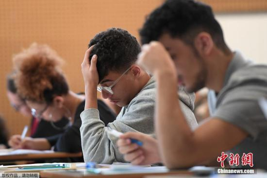 """法百万低收入家庭将领""""开学补助"""" 人均最高402欧元"""