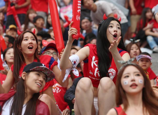 """韩媒:韩国男足10月对决朝鲜 欲派300多名""""红魔""""赴平壤"""