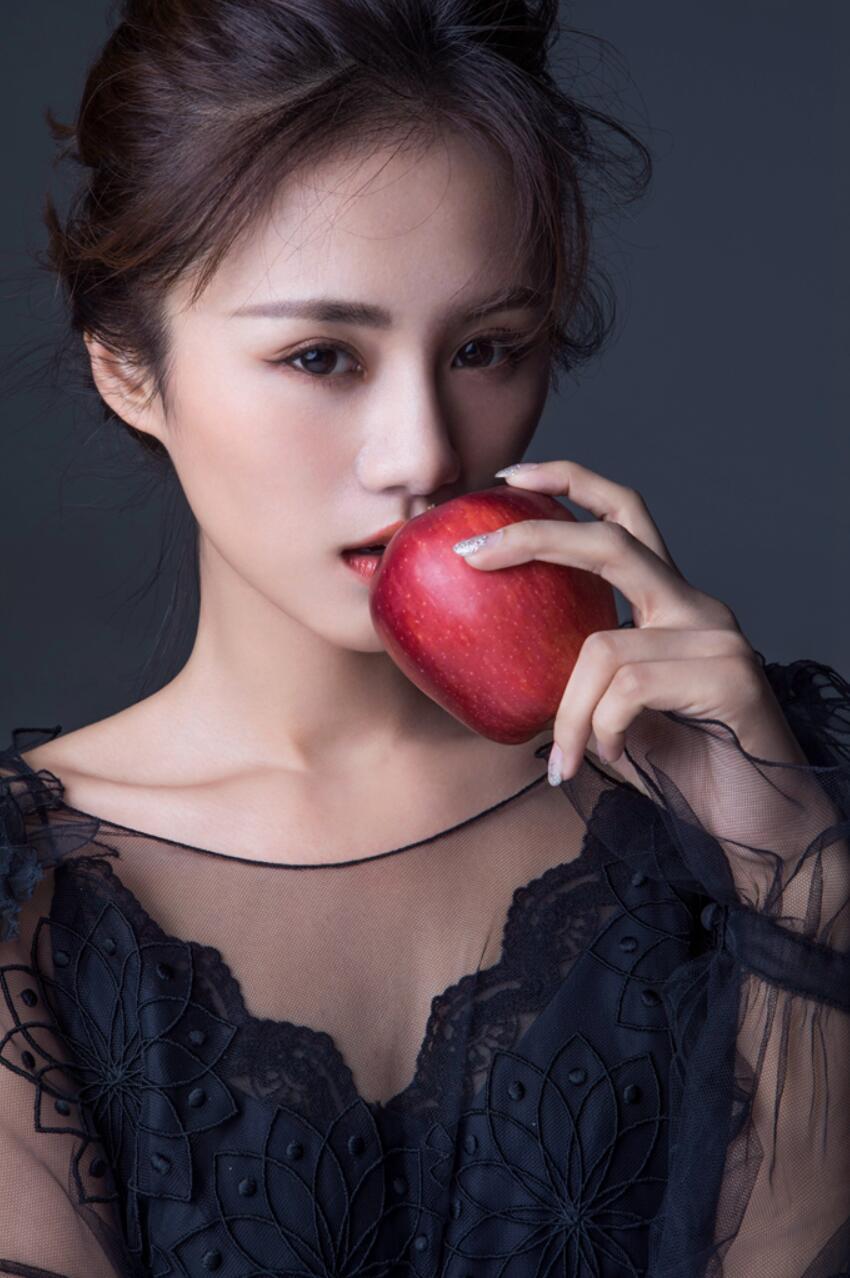 安悦溪禁欲系写真曝光 可A可甜演绎初秋时尚法则