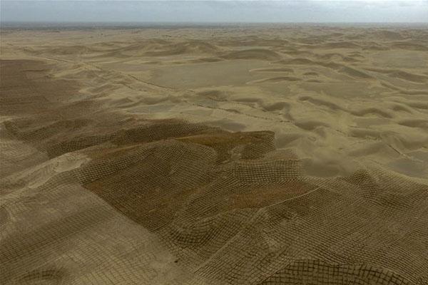 雨后大漠景如画