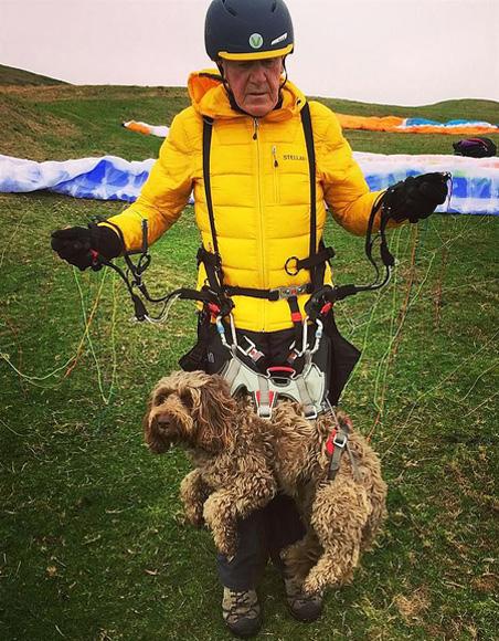 英國狗狗和主人一同滑翔 獲全英最勇敢寵物提名