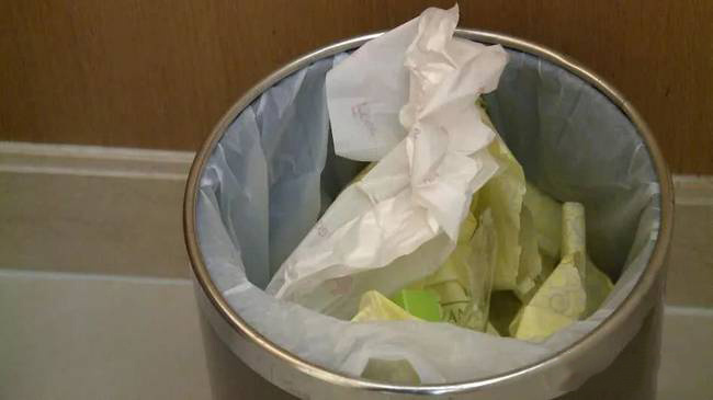 """酒店烧水壶惊现用过的卫生巾,""""无德""""顾客咋处置?"""
