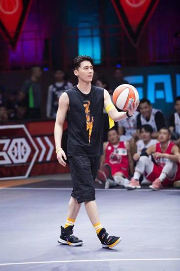 《我要打篮球》首播 李易峰当篮球领队大秀球技,鲁豫有约电竞sky-为什么云顶之奕没金克斯