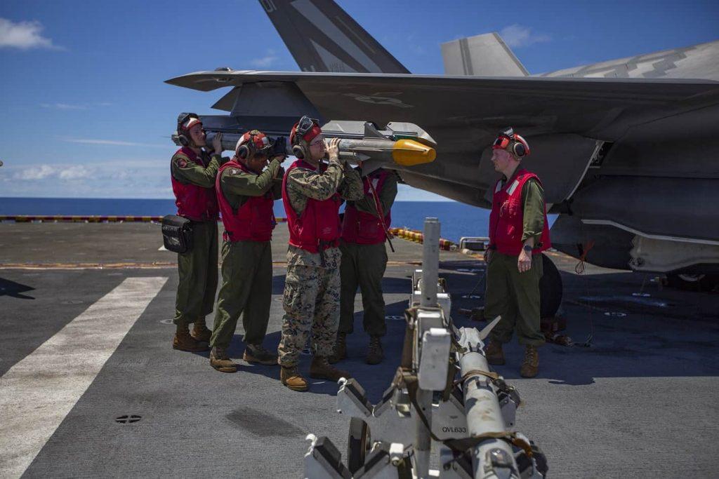 美军F35B战机发射美最先进AIM9X格斗弹测试成功