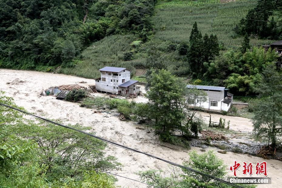 四川宝兴暴雨致1人遇难 上千人紧急转移