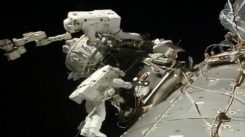 宇航员进行2019第5次太空行走 耗时约6个半小时(图)