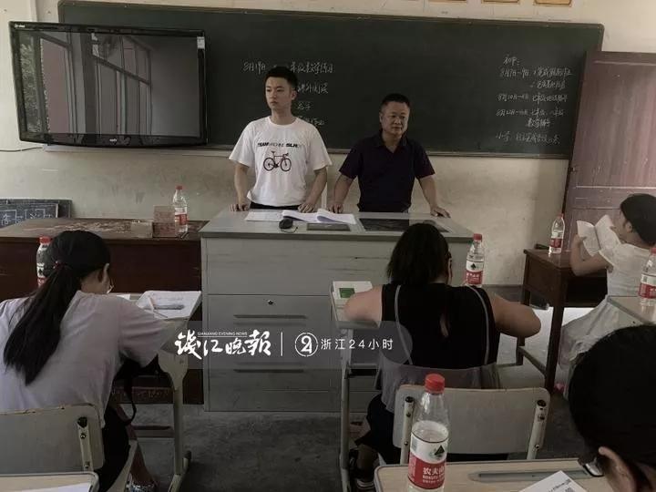 父亲教初中,儿子念师范,暑假齐上阵办留守儿童免费辅导班
