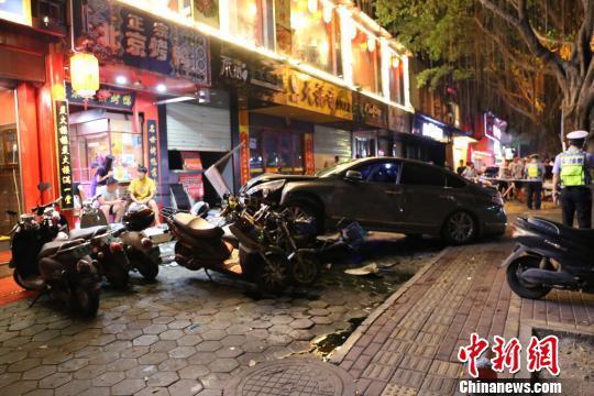 广西南宁发生一起车祸致2死3伤 肇事司机涉酒驾