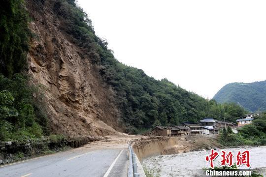 四川宝兴暴雨致一人遇难 上千人紧急转移