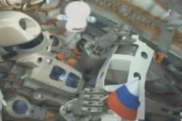 """够科幻!俄首位机器人宇航员""""驾驶""""飞船奔赴太空"""