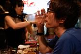 东京新宿区的日与夜:笑对拥挤也是一种生活方式