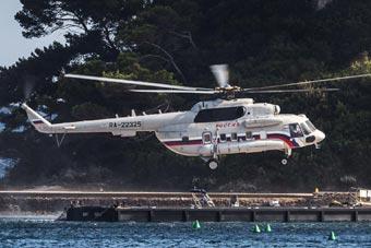 俄总统专用直升机曝光 用安-124空运到法国