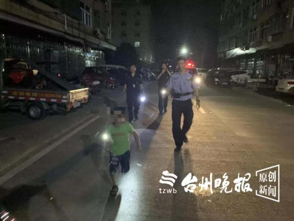 夫妻深夜吵架 6岁儿子派出所报警:我爸妈出大事了