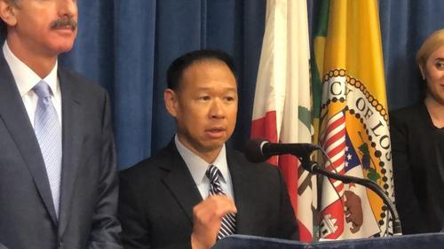 华裔药剂师提醒:从他国带药到美国贩卖属违法行为
