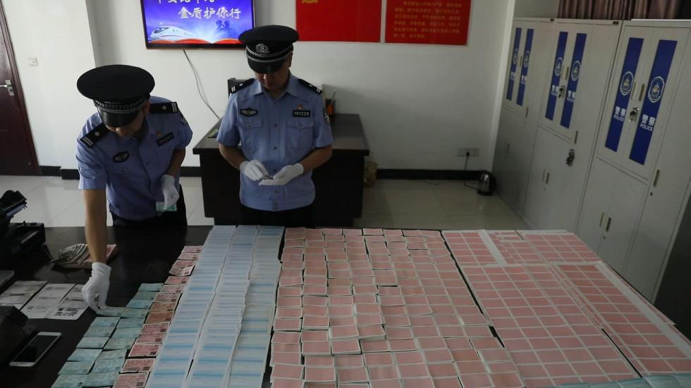 武汉铁警破获一特大制售假火车票案 查获假票一万余张