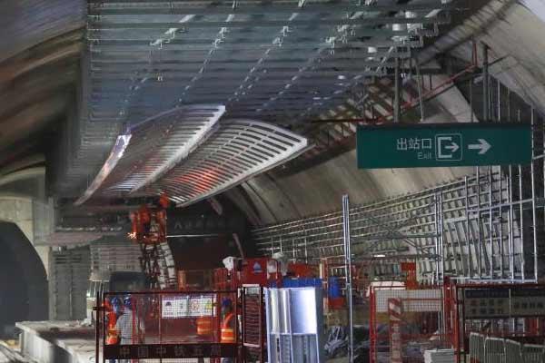 京张高铁八达岭长城站封顶