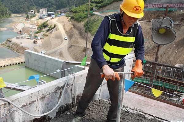 贵州:扶贫重点工程空寨水库大坝顺利封顶
