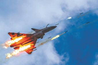 传统不能丢!实拍空军歼-10C战机打火箭弹