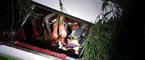老挝车祸中20名受伤游客被包机送回南京